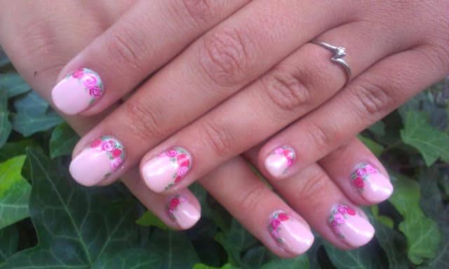 Virágos rózsaszín gél lakk